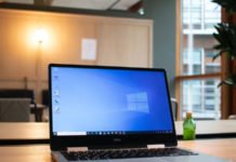 how to have different wallpapers on different monitors in windows 10